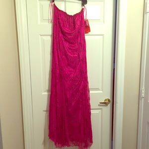 Dresses & Skirts - Women's Plus Size Strapless Beaded Evening Gown